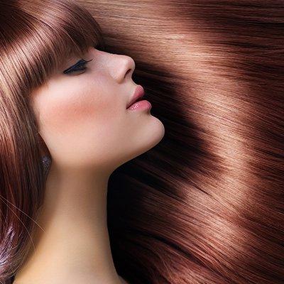 髪が綺麗な女性の横顔の画像